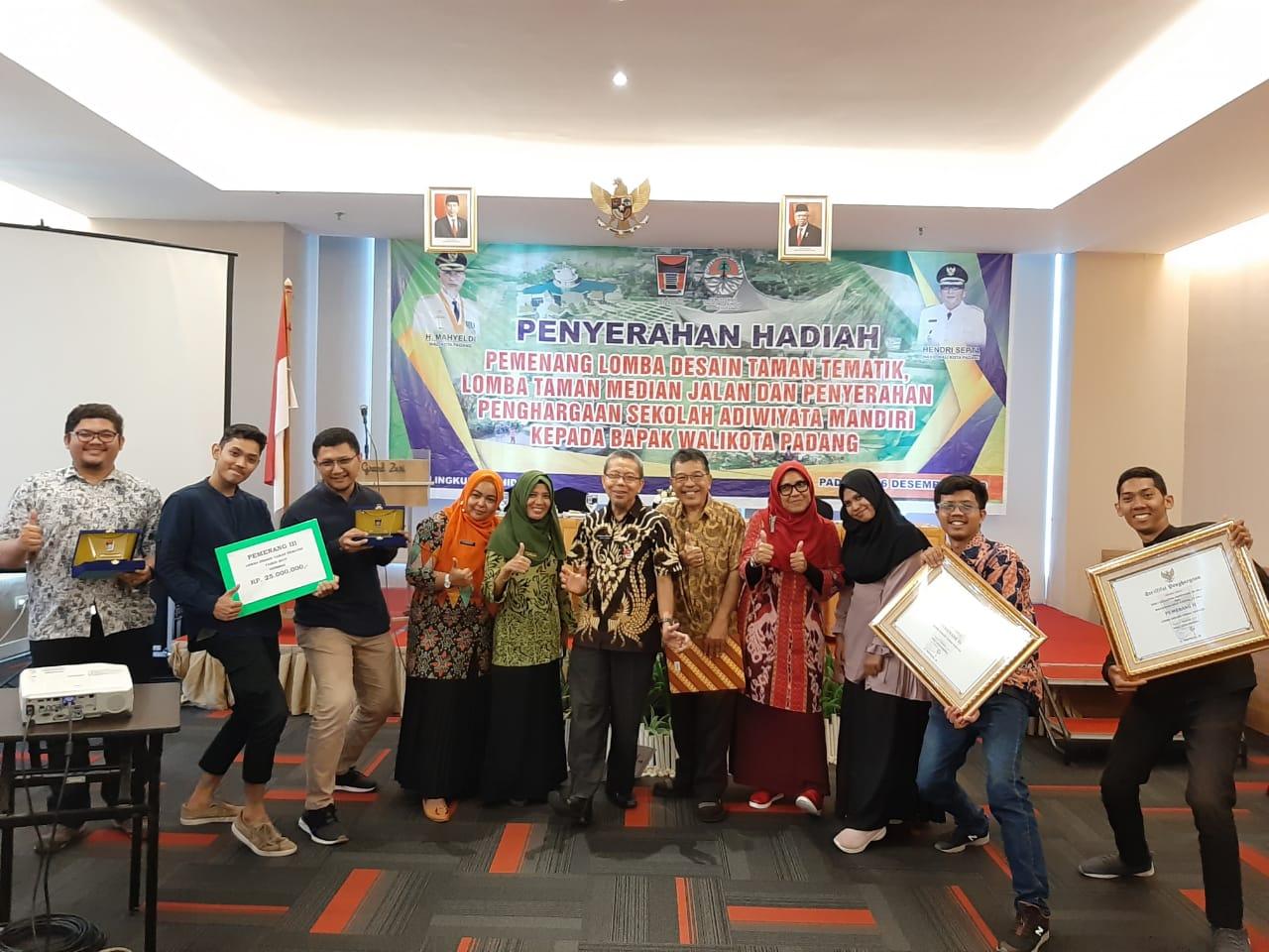Tim Mahasiswa Prodi Magister Arsitektur, Program Pascasarjana UBH, Juara III Lomba Desain Taman Kota Padang