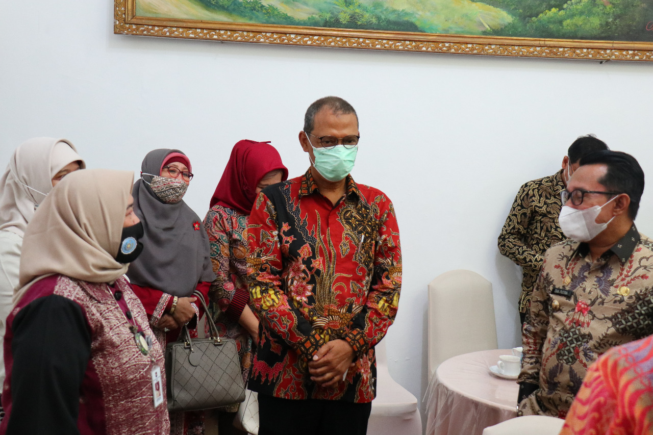 Rektor Universitas Bung Hatta dan Jajaran Ikuti Pembukaan Nagari Binaan Berbasis IT di Tabek Patah