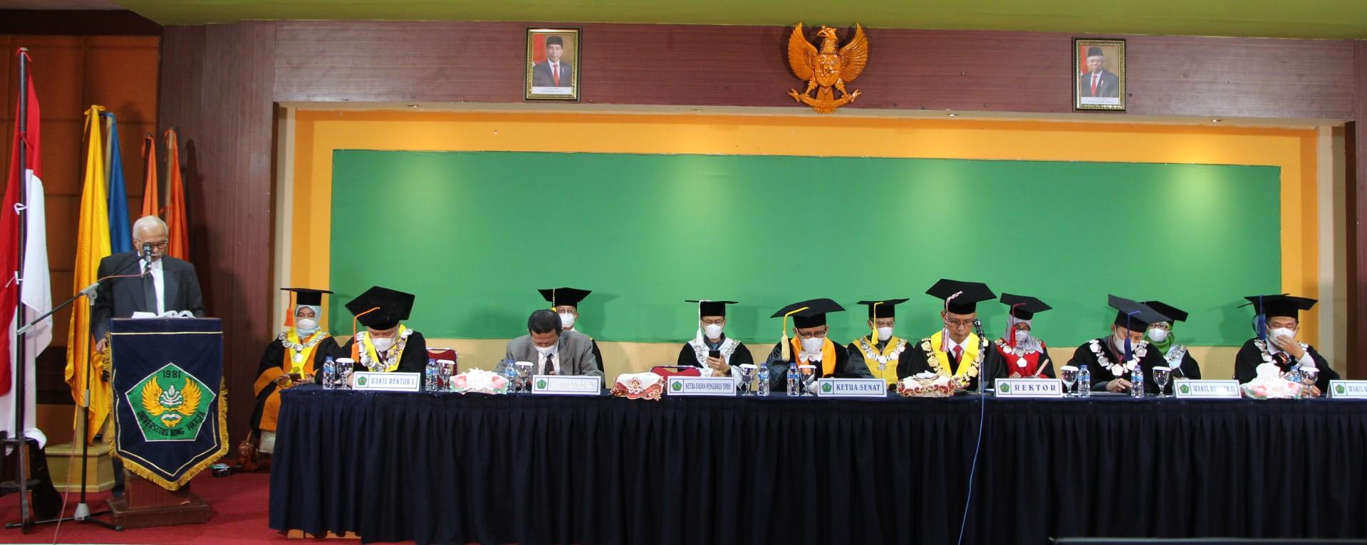 rektor_universitas_bung_hatta_melantik_1031_wisudawan_ke-74:_lulusan_siap_hadapi_tantangan_zaman