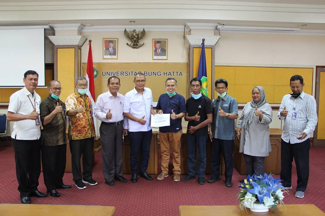 DPP IKA Alumni Universitas Bung Hatta Kembali Salurkan Donasi Pembangunan Masjid Asiah Kampus II Universitas Bung Hatta