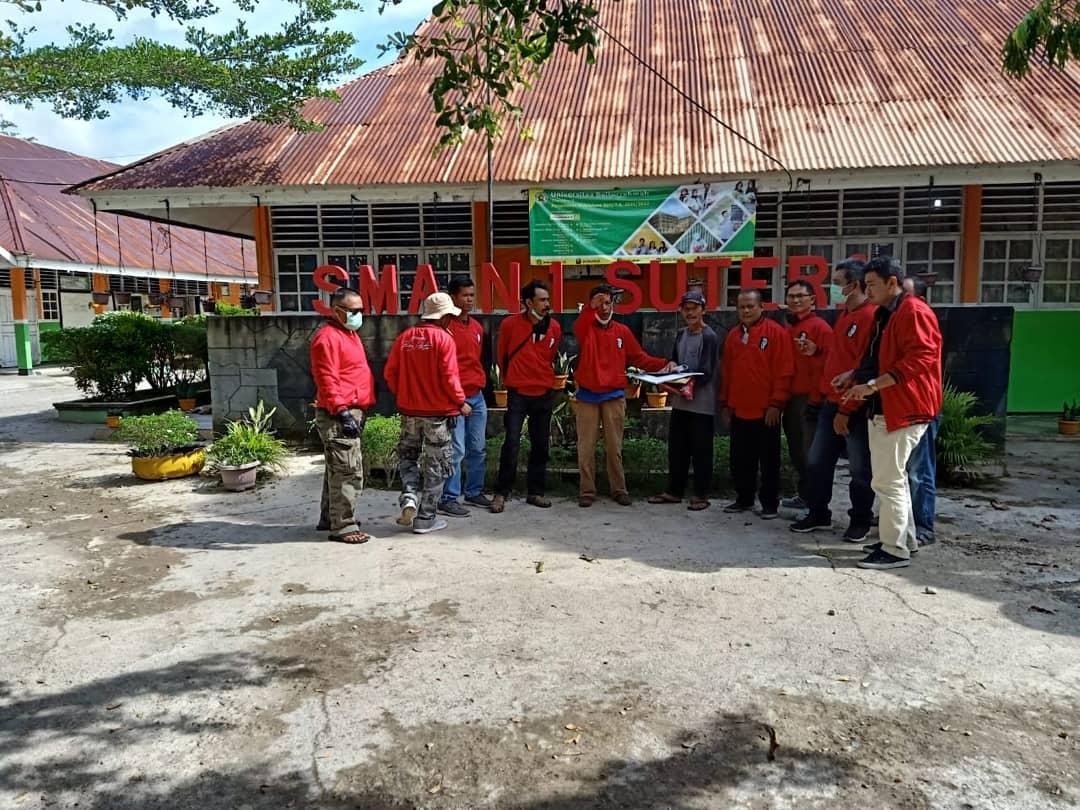 Tenaga Kependidikan Universitas Bung Hatta Tour dan Sosialisasi Universitas Bung Hatta ke Pesisir Selatan